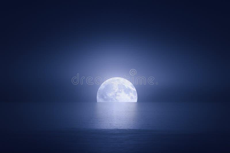 Grande luna sopra il mare immagine stock