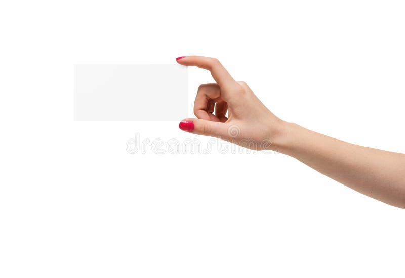 Grande main manicured sur le fond blanc tenant un morceau de papier carré vide image libre de droits