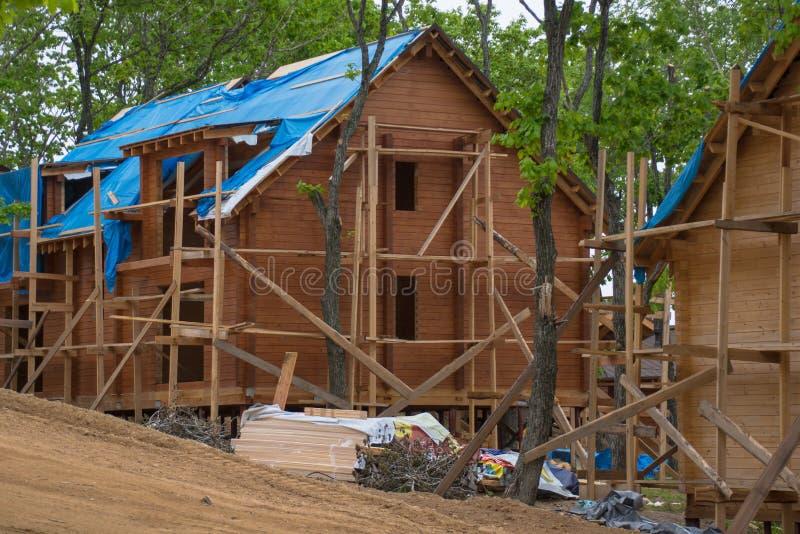 Grande maison faite en en construction en bois image stock