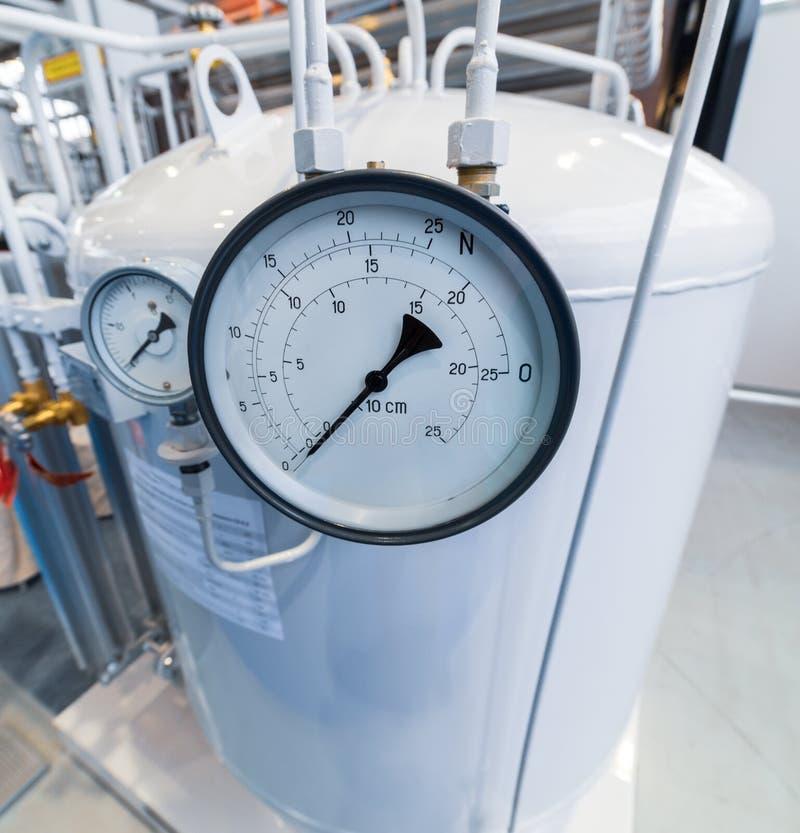 Grande manômetro no cilindro de gás imagens de stock royalty free