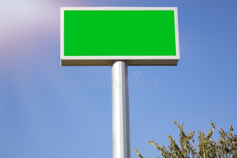 Grande maquette de panneau d'affichage avec l'idéal vert de caisson lumineux d'écran pour la publicité de commercialisation de l' image libre de droits