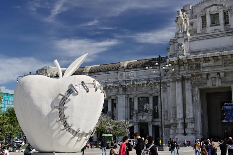 Grande mela alla stazione di milano centrale Lavoro da Michelangelo Pistole fotografia stock