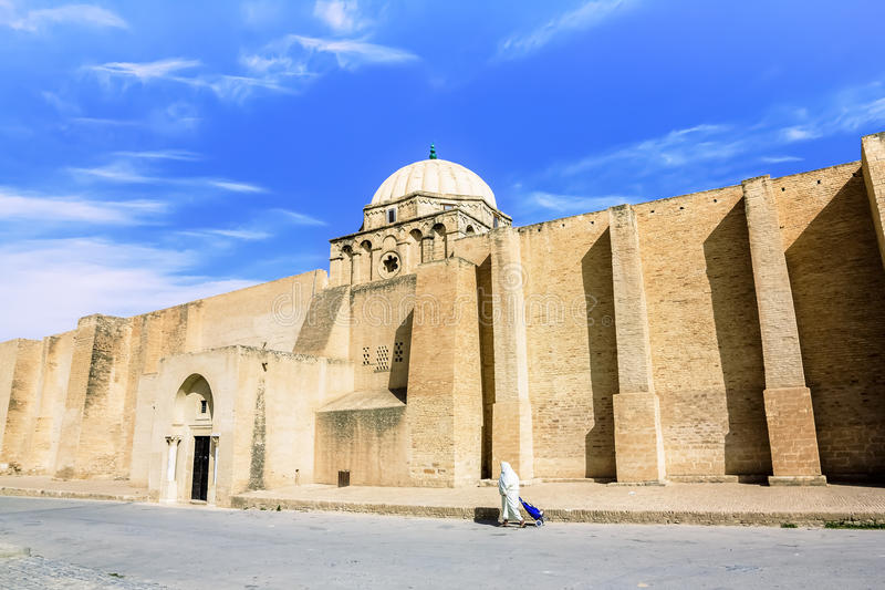 A grande mesquita na cidade de Kairouan em Tunísia imagem de stock royalty free