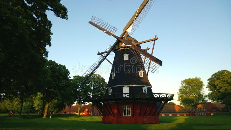 Grande moinho de vento bonito no parque de Kastellet em Copenhaga imagem de stock