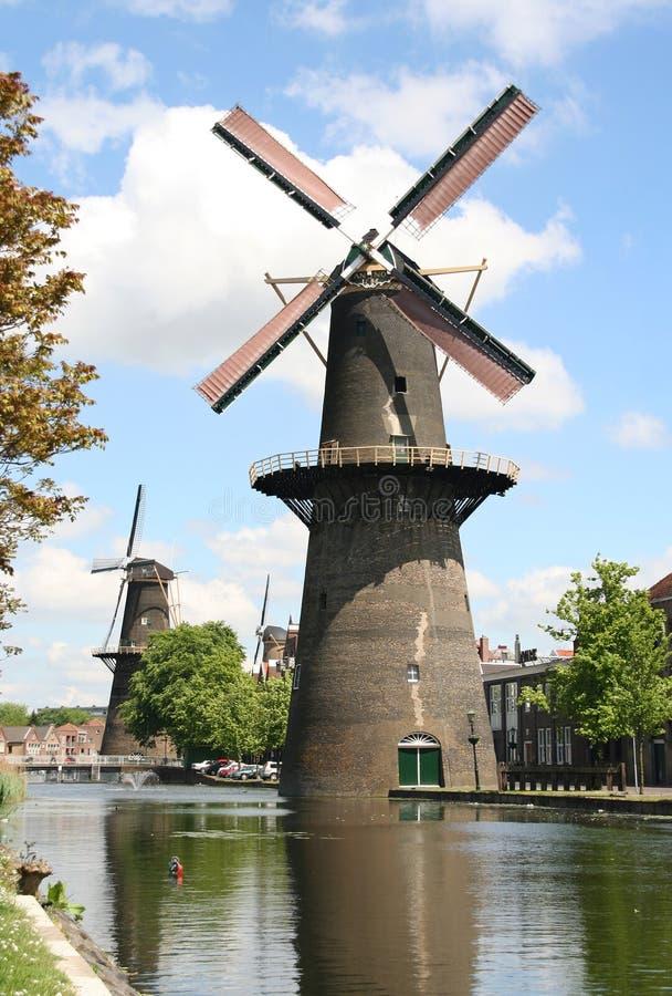 Grande moinho de vento holandês fotografia de stock royalty free