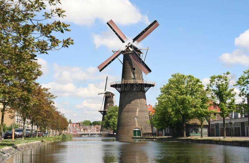 Grande moinho de vento holandês fotografia de stock