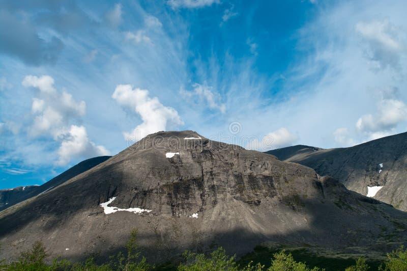 Grande montagna nel Nord della Russia fotografia stock