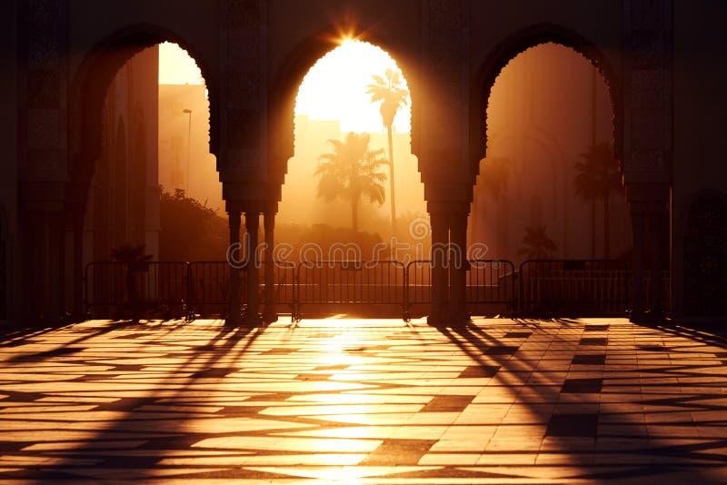 Grande mosquée de Hassan 2 au coucher du soleil à Casablanca, Maroc beaut photo stock