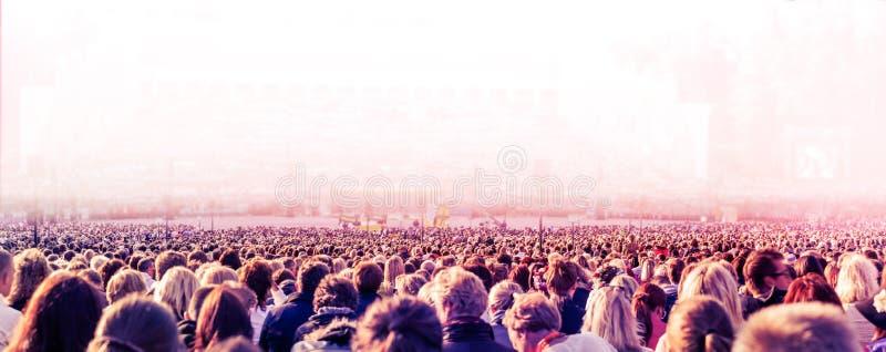 Grande multidão de povos imagens de stock royalty free