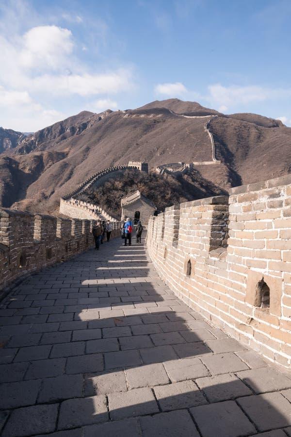 Grande Muralha de China - marrons do inverno do dia, torre de vigia de canto da torreta - sem povos reconhecíveis imagens de stock