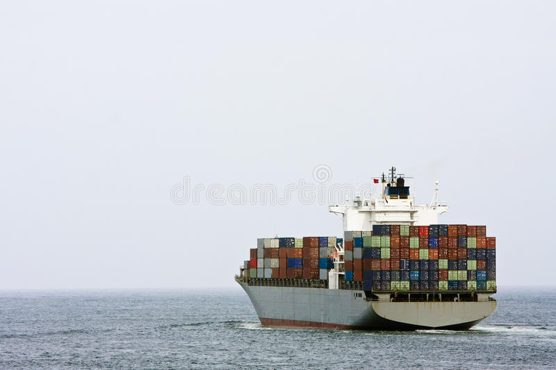 Grande navio de carga do recipiente no mar. imagens de stock royalty free