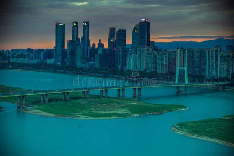 Grande notte di Ponte-penombra di Bayi del ponte del fiume Chang Jiang immagine stock libera da diritti