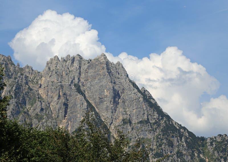a grande paisagem de montanhas italianas chamou Venetian Prealps fotografia de stock