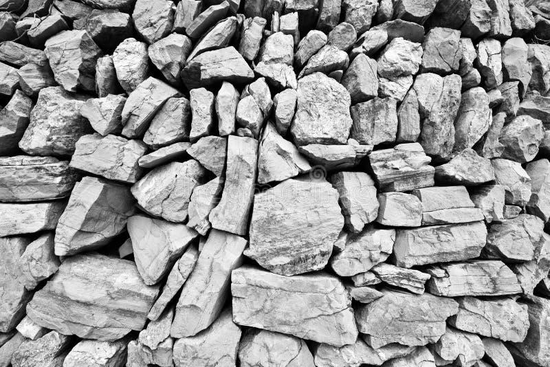 Grande parede maciça composta de pedras grandes imagens de stock royalty free
