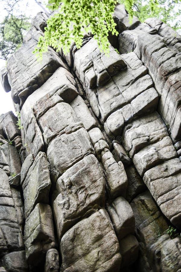 Grande parete rampicante in Rudawy Janowickie, Polonia fotografie stock libere da diritti