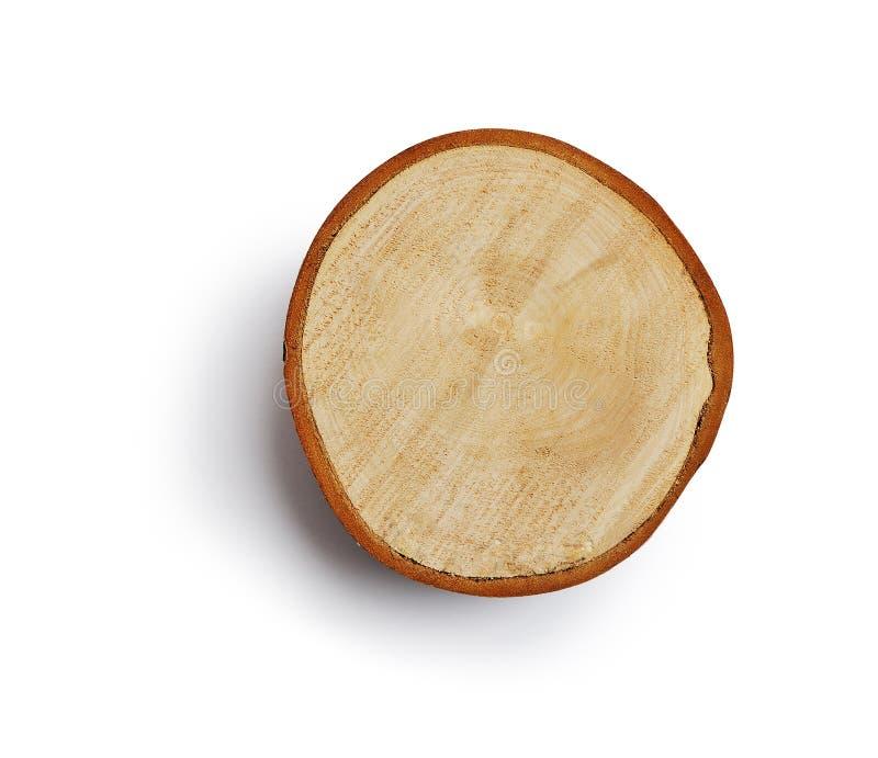 A grande parte circular de seção transversal da madeira com teste padrão da textura do anel de árvore e as quebras isolaram a más fotografia de stock