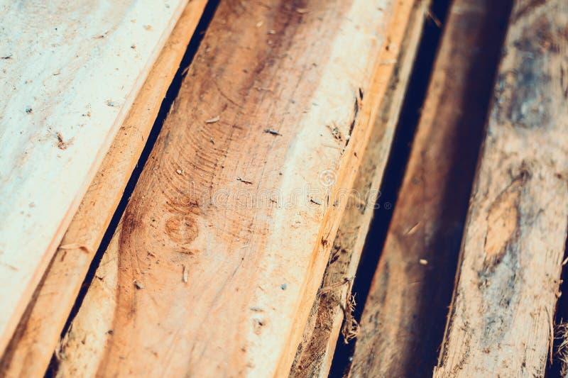 Grande pila di plance di legno fotografia stock libera da diritti