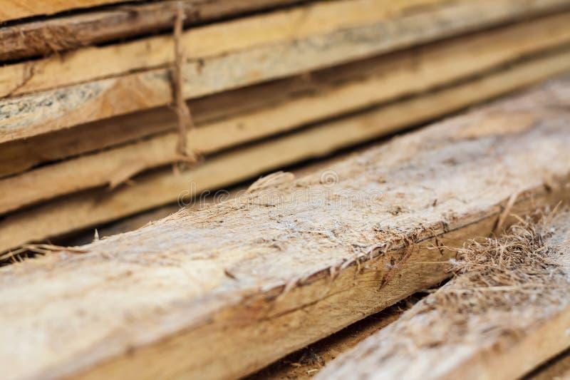 Grande pila di plance di legno fotografia stock
