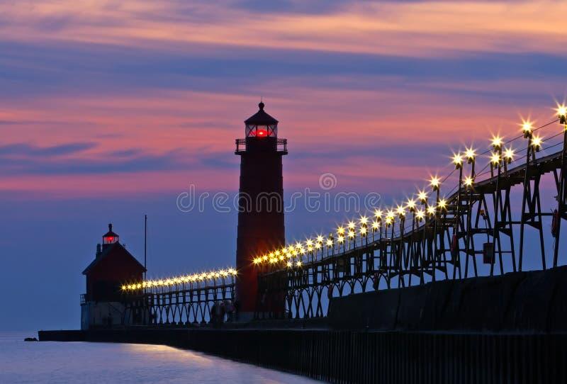 Grande pilastro del porto alla notte immagini stock libere da diritti