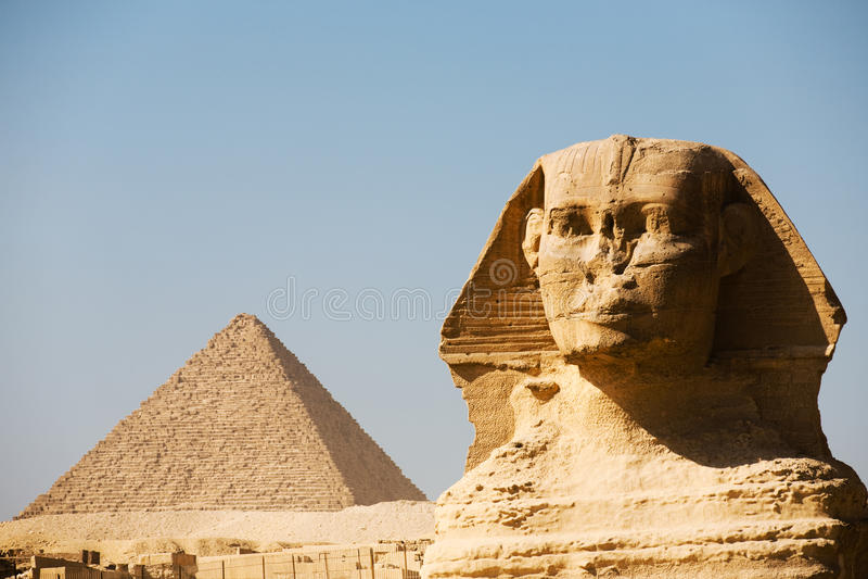 Grande pirâmide de Menkaure do close up da cabeça do Sphinx fotos de stock