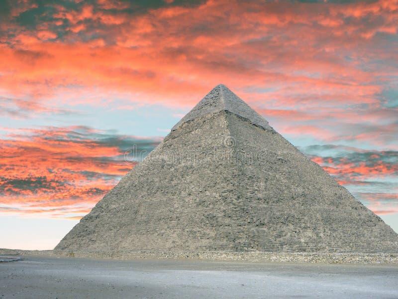 A grande pirâmide do túmulo de Giza em Egito imagens de stock royalty free