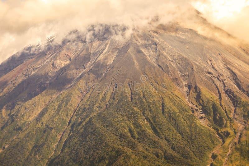 Grande Plume Of Ash And Steam do Tungurahua fotografia de stock royalty free