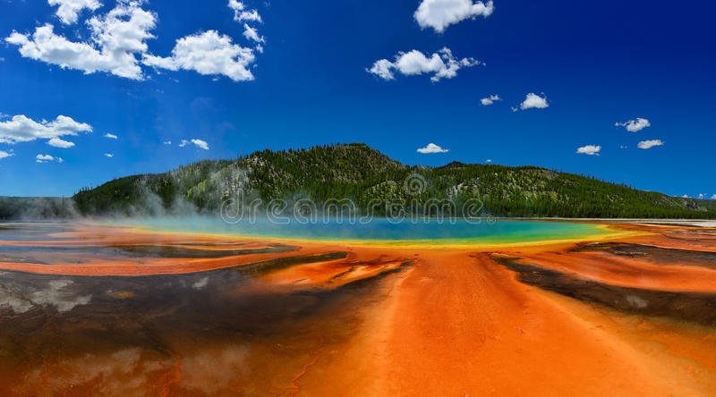 Grande primavera prismatica nel parco nazionale di Yellowstone immagini stock
