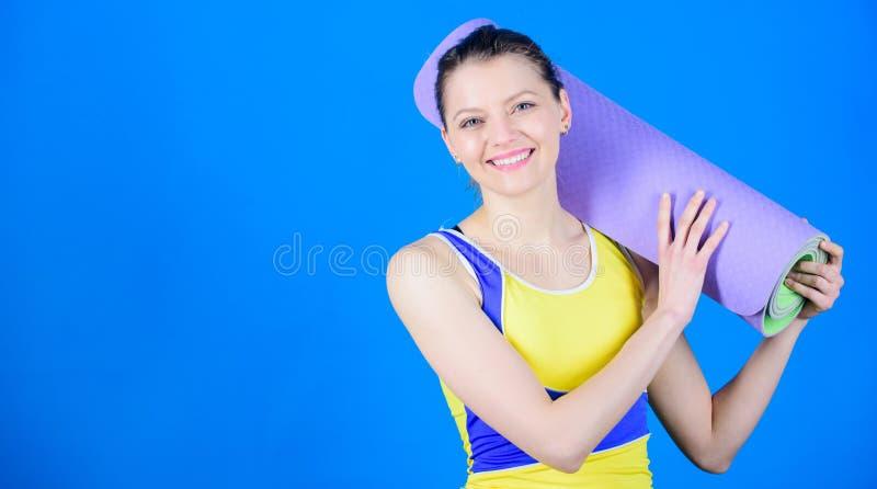 Grande progresso Treinador da ioga do atleta Conceito da classe da ioga Ioga como o passatempo e o esporte Ioga praticando cada d foto de stock royalty free