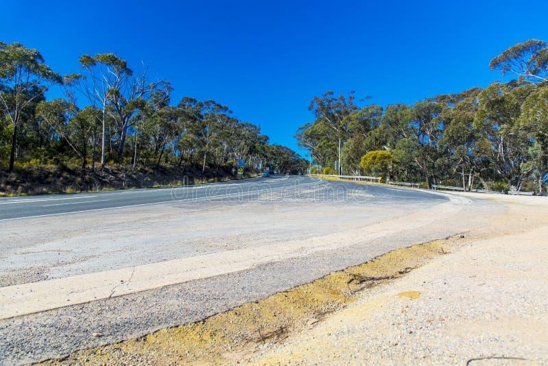 Grande Rodovia Ocidental entre o Monte Victoria e Lithgow na Austrália fotografia de stock royalty free