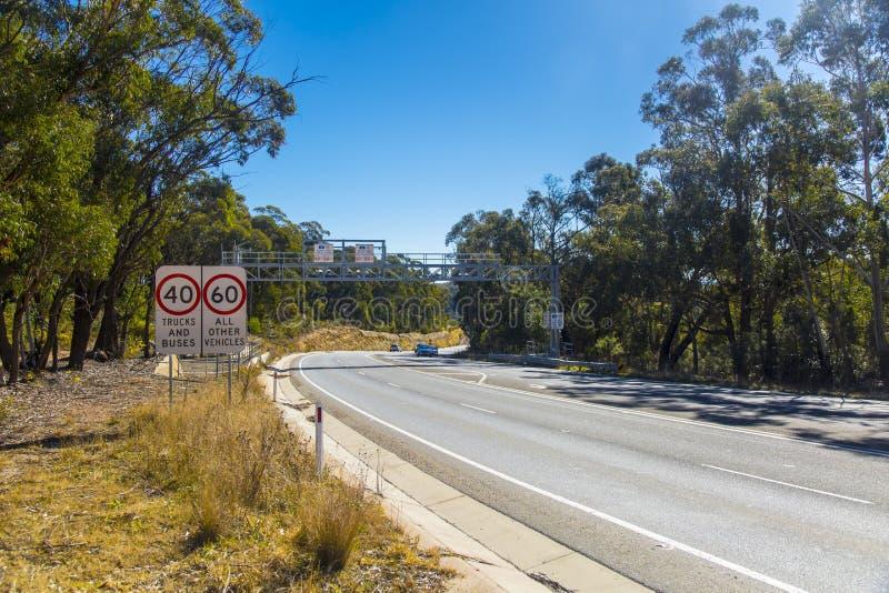 Grande Rodovia Ocidental entre o Monte Victoria e Lithgow na Austrália foto de stock