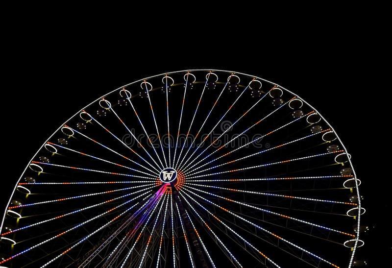 Grande roue de ferris avec la nuit, à Essen, l'Allemagne image stock