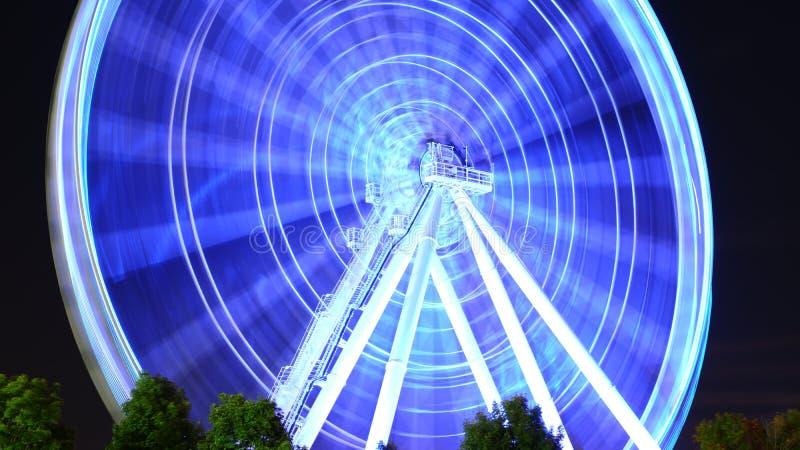 Grande roue lumineuse illustration libre de droits