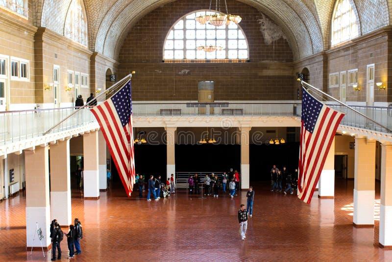 Grande salão dentro do centro de processamento em Ellis Island imagem de stock royalty free