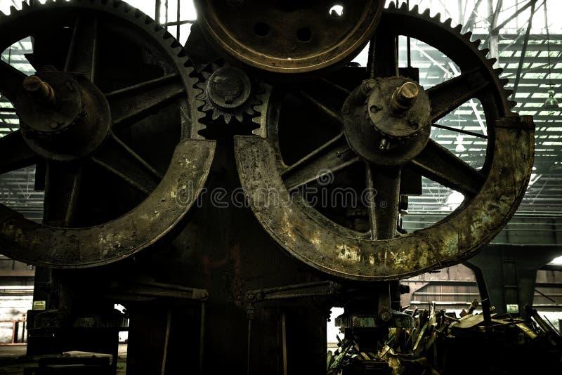 Grande salão industrial com rodas denteadas fotografia de stock royalty free
