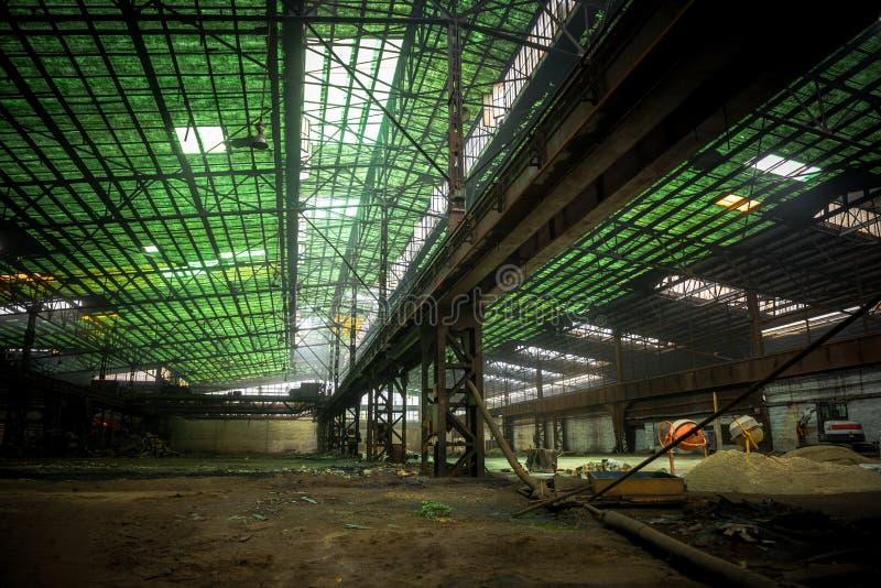Grande salão industrial sob a construção fotografia de stock royalty free