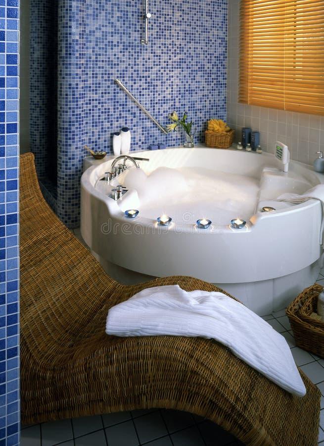 Grande salle de bains image stock