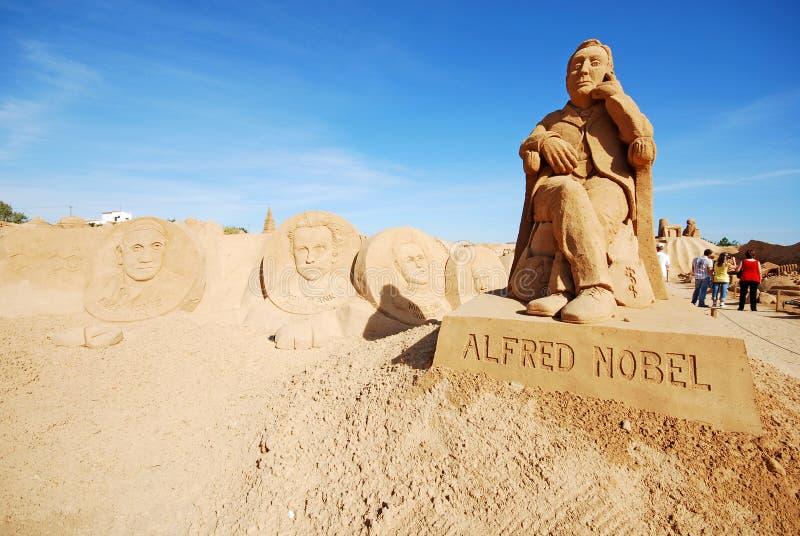 Grande sculpture en sable d'Alfred Nobel dans Algarve, Portugal photo libre de droits