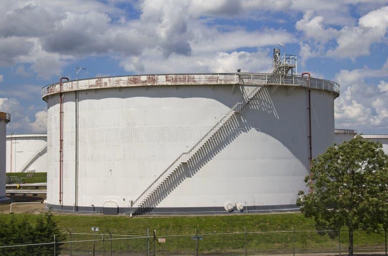 Grande silo do petróleo imagem de stock royalty free