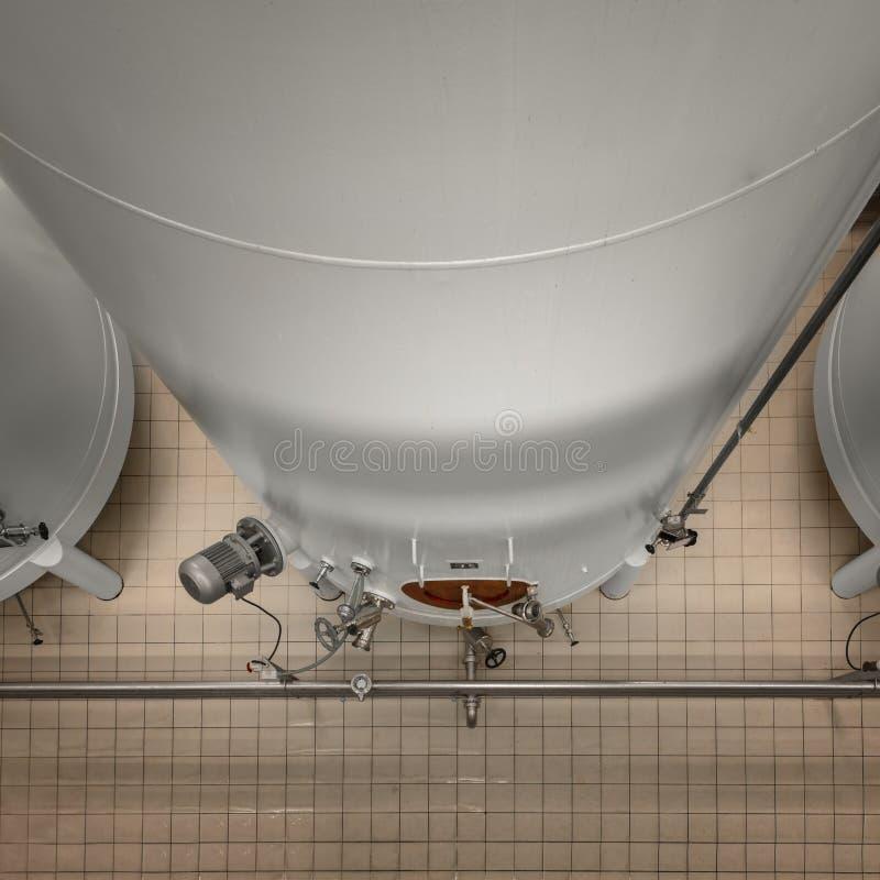Download Grande Silos Bianco Industriale In Fabbrica Moderna Fotografia Stock - Immagine di industriale, acqua: 55351214