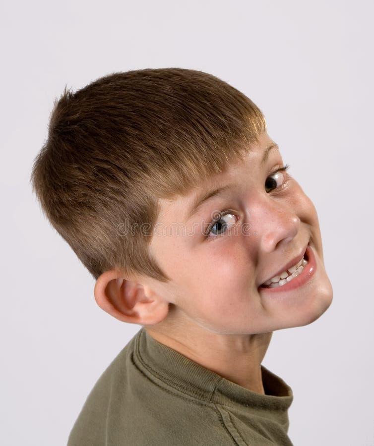 Grande sorriso del giovane ritratto del ragazzo fotografie stock libere da diritti