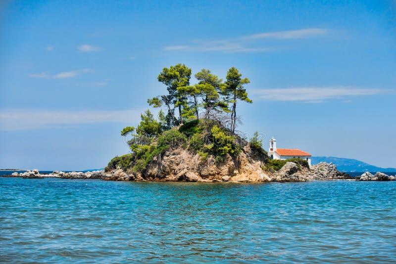 Grande spiaggia sull'isola greca di Evia fotografia stock