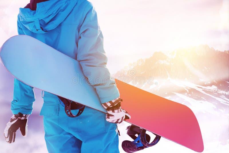 Grande station de sports d'hiver de secteur de montagnes de surfeur photos stock