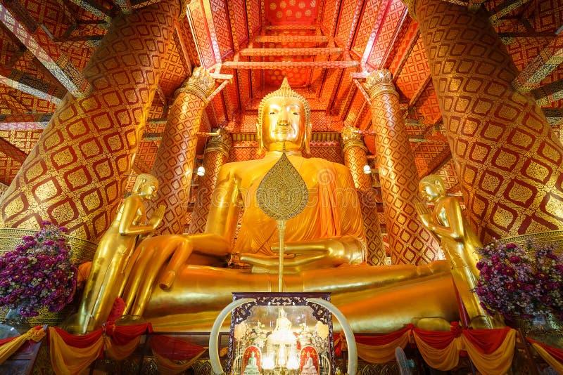 Grande statua di Buddha dell'oro fotografie stock libere da diritti