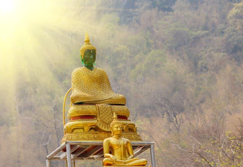 Grande statua di Buddha nel tramonto Tailandia fotografia stock libera da diritti