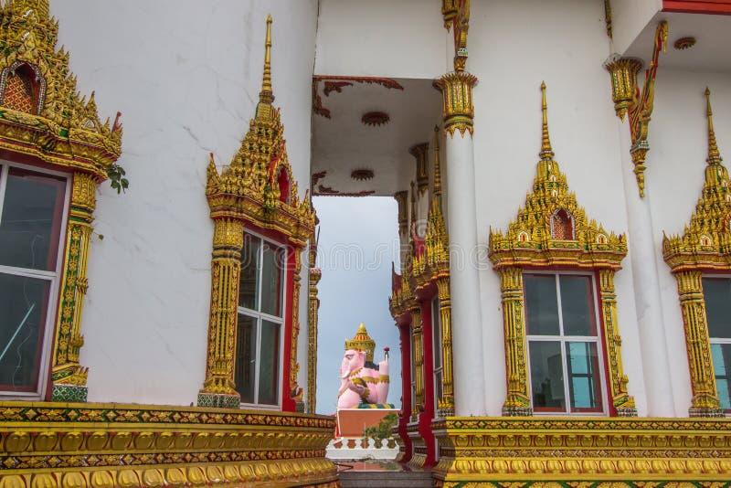 Grande statue de Lord Ganesha au temple d'Arkad de fourche dans le coup Nam Priao, province de Chachoengsao, Thaïlande d'Amphoe photos stock