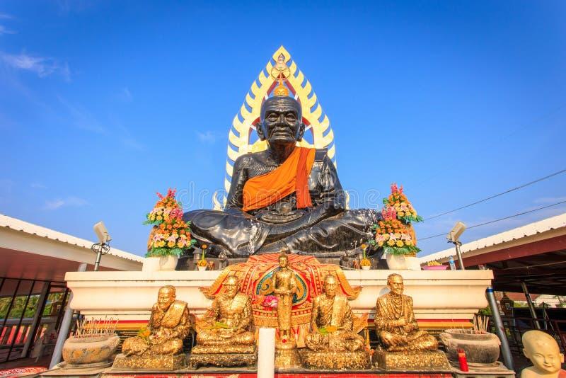 Grande stature noire de Bouddha en Thaïlande photographie stock libre de droits