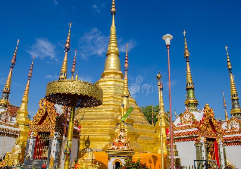 Grande stupa dourado imagem de stock royalty free