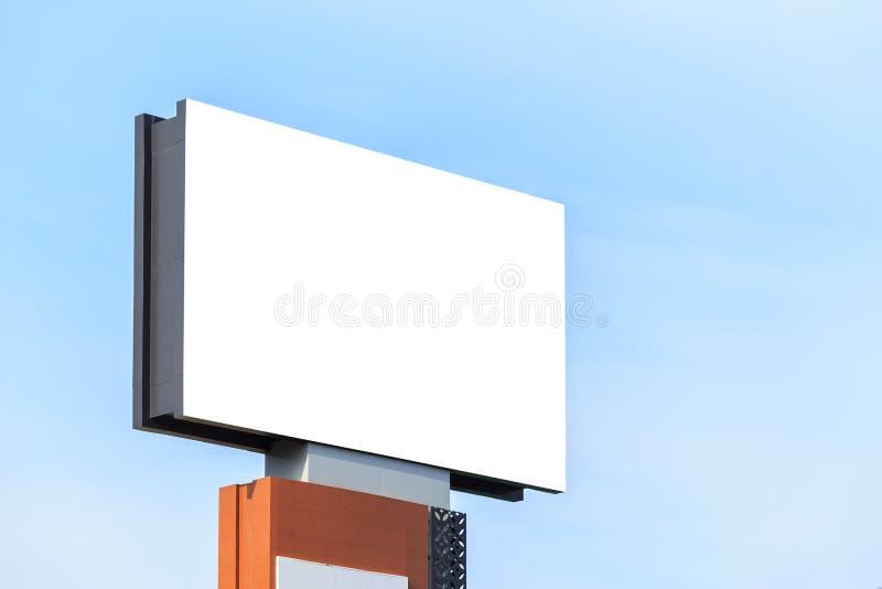 Grande tabellone per le affissioni di pubblicità in bianco bianco Per progettazione e i advertis fotografia stock libera da diritti