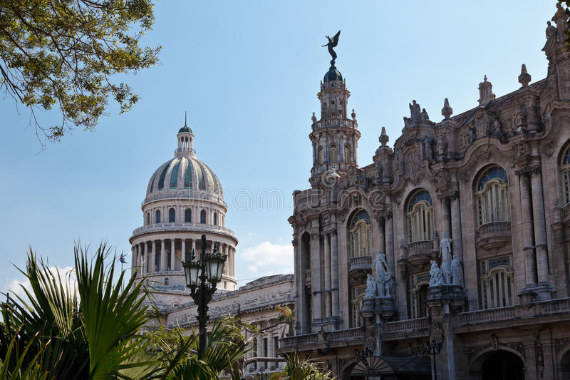 Grande teatro e EL Capitolio fotografia de stock