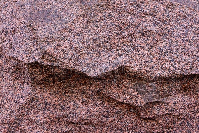 Grande terre cuite en pierre tachetée dédoublée outre d'une partie de la base rigide de texture extérieure inégale de granit de r photo libre de droits